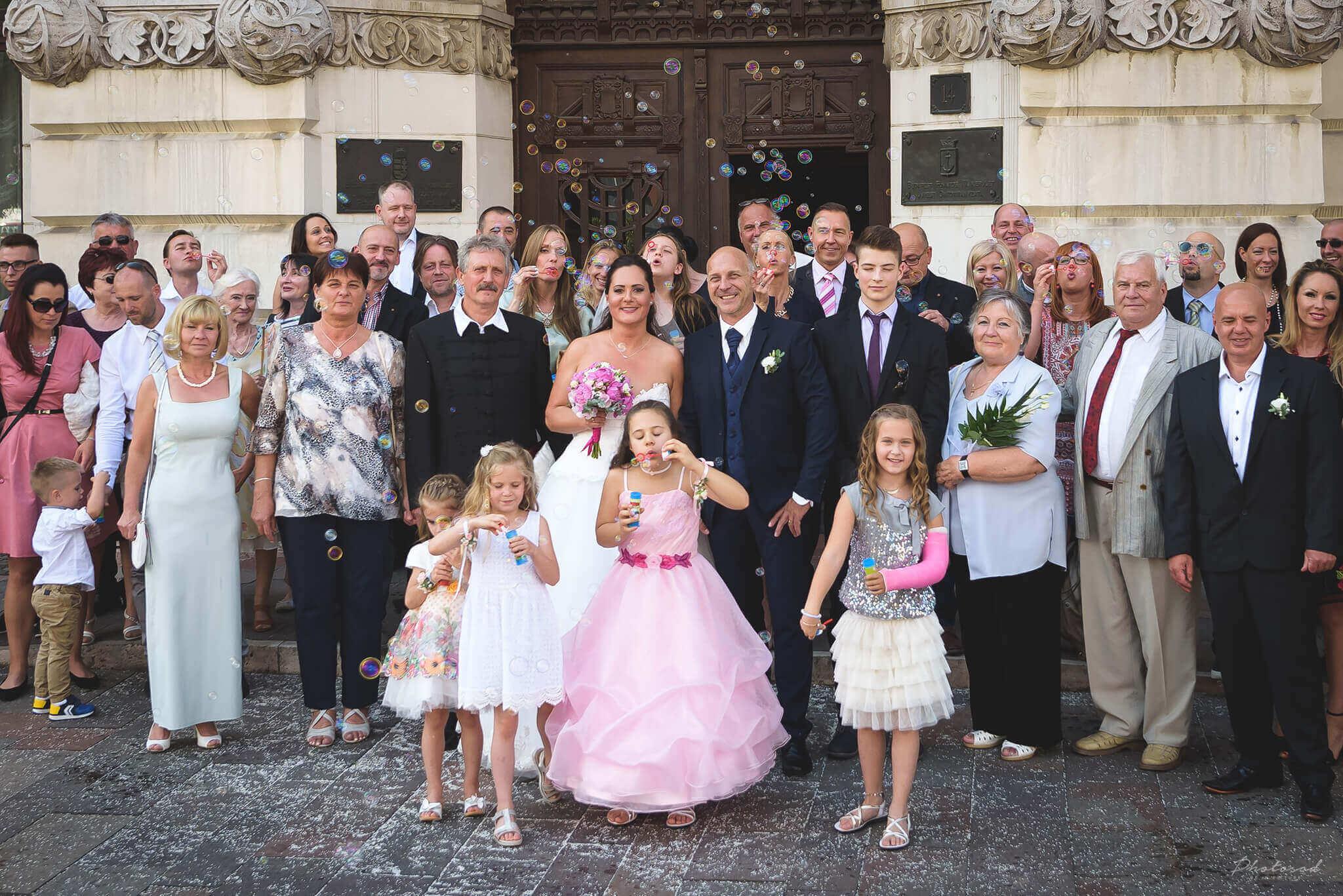 Esküvő csoportkép a szertatás után